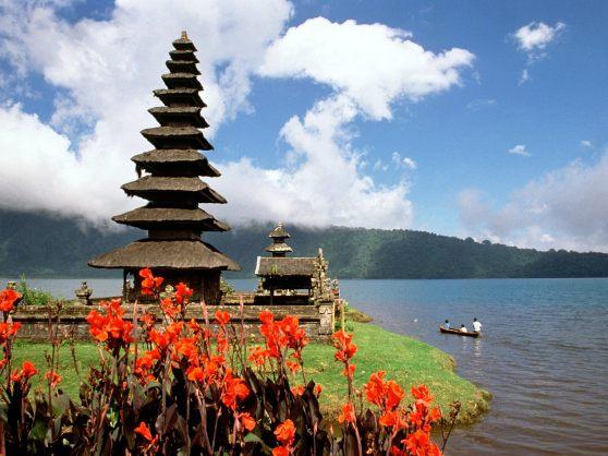 Ulun-Danu-Temple-Lake-Bratan-Bali-Indonesia