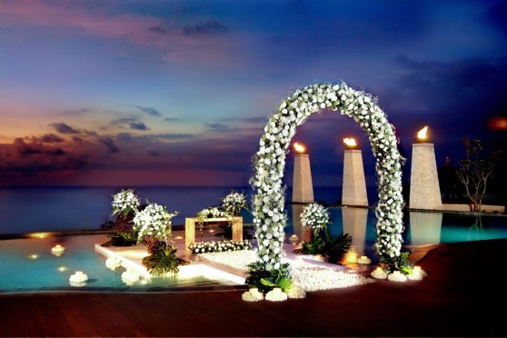 wedding-set-main-pool-floating-stage