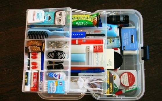 top-10-items-in-the-bridal-emergency-kit-L-55y3EF