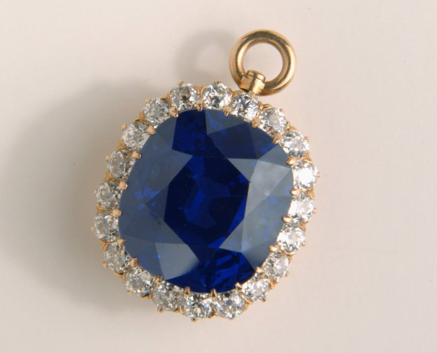hills-sapphire-christies-auction-worlds-most-expensive-blue
