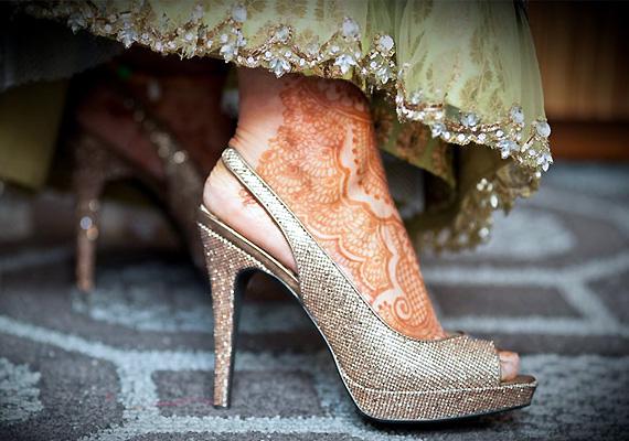 Brides-walk-in-589