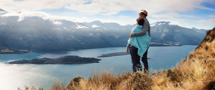 D161-new-zealand-feeling-on-top-of-the-world-queenstown-mountain-top-picnic-via-helicopter-2000x837.jpg