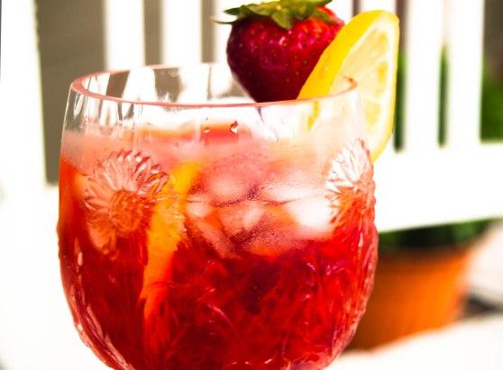 Strawberry Lemonade at weddings